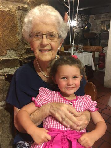 Abbildung 1: Maria Dorothea Simon an ihrem 100. Geburtstag mit der Urenkelin